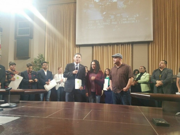 Councilmember Noel Gallo (District 5) presents the resolution to honorees Patiño and Alcaraz.